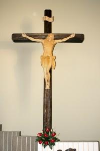 crocefisso altare vista frontale